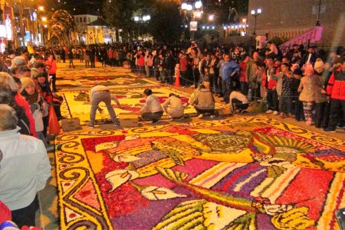 Grandes y chicos participan para hacerlas impresionantes. (Foto: Andina)