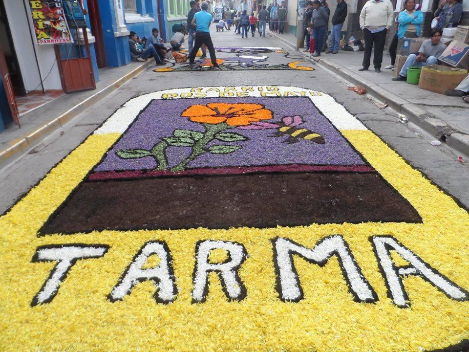 Las alfombras de flores se encargan de engalanar la ciudad. (Foto: Facebook Tarma Ciudad Turística del Perú)