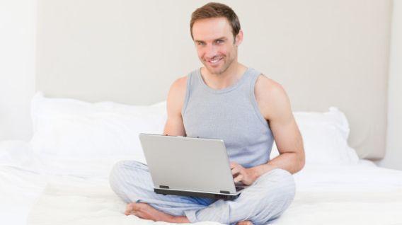 El trabajo desde casa hace que las personas piensen bien si quieren dejar una empresa. (Foto: Freepik)