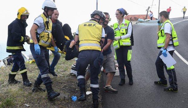 Al menos 28 personas murieron cuando un autobús turístico se estrelló en la isla portuguesa de Madeira, dijo el alcalde local a los medios locales. (Foto: AFP)