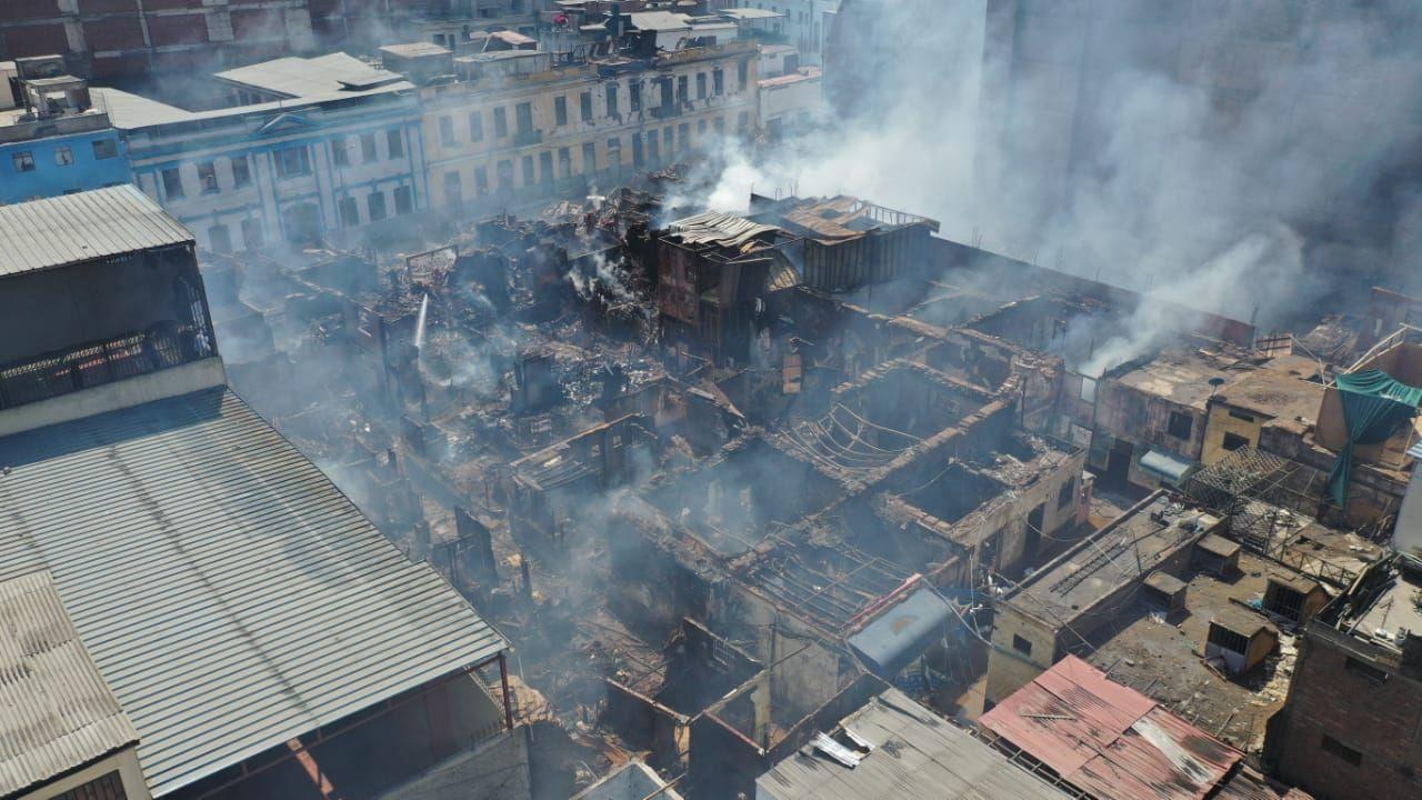 Una manzana de Mesa Redonda fue arrasada por el fuego. (Foto: Giancarlo Ávila/ GEC)