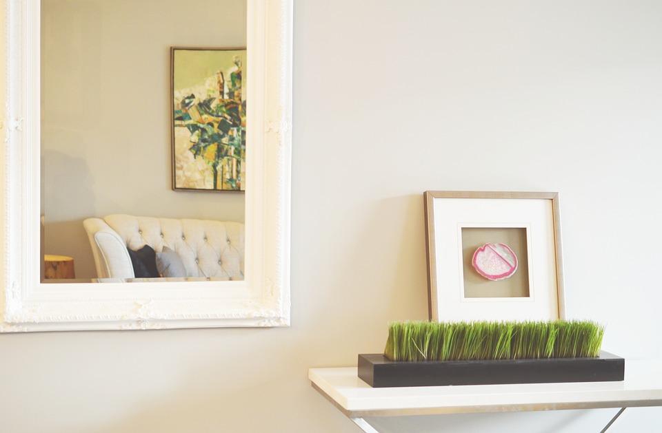 Los marcos rectangulares son perfectos para salas pequeñas. (Foto: Pixabay)