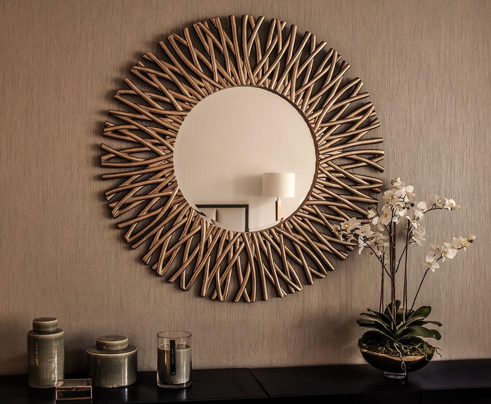 Un espejo en forma de sol se verá imponente en tu sala. (Foto: UTP)
