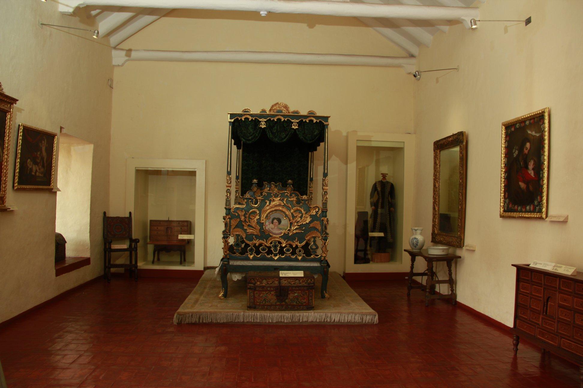 Enseres utilizados por el escritor están disponibles para que disfrutes de ellos. (Foto: Facebook Museo Histórico Regional Casa del Inca Garcilaso de la Vega)