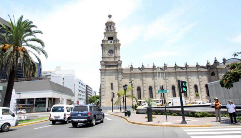 Esta iglesia está ubicada en el cruce de las avenidas Camino Real y Víctor Andrés Belaúnde. (Foto: Facebook Municipalidad de San Isidro)