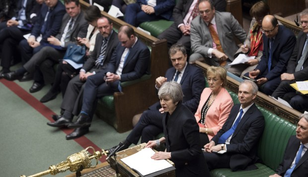 La primera ministra británica, Theresa May, hablando frente al parlamento. (Foto: AFP)