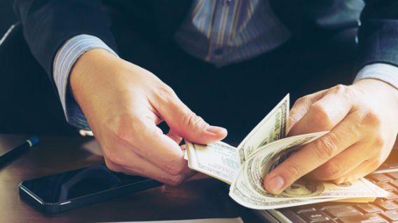 El sueldo de varios profesionales estadounidenses no crece en comparación al año pasado. (Foto: Freepik)