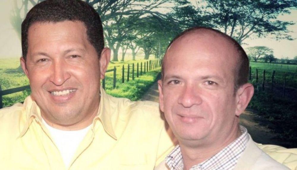 El ex jefe de contrainteligencia militar Hugo Carvajal junto al fallecido presidente de Venezuela, Hugo Chávez. (Foto: Captura)