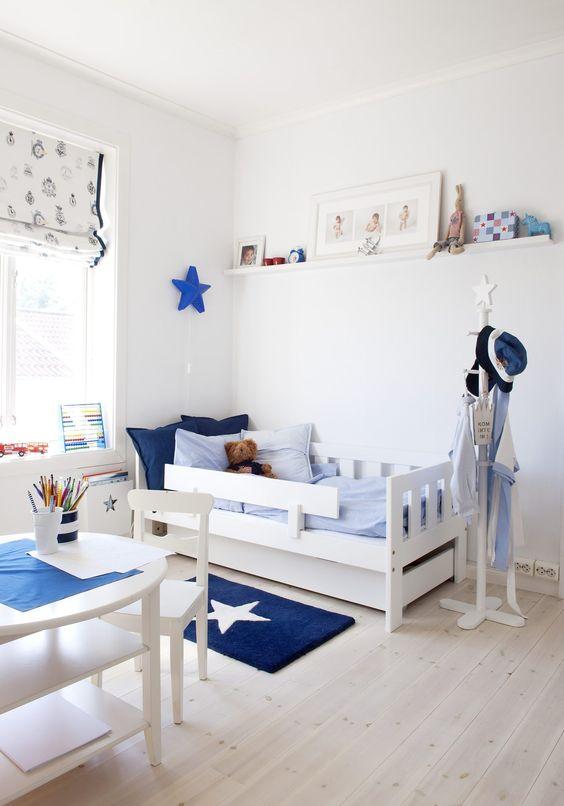 Dentro de su habitación también se puede habilitar un espacio para el juego. (Foto: Pinterest Decora en Familia)