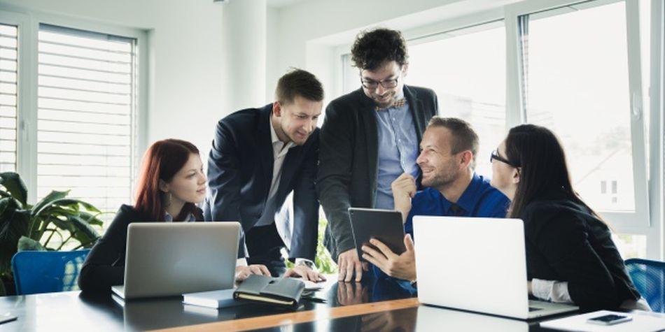 Los empleados se comunican constantemente con las personas que cuentan, y esperan que sus gerentes hagan lo mismo. (Foto: Freepik)