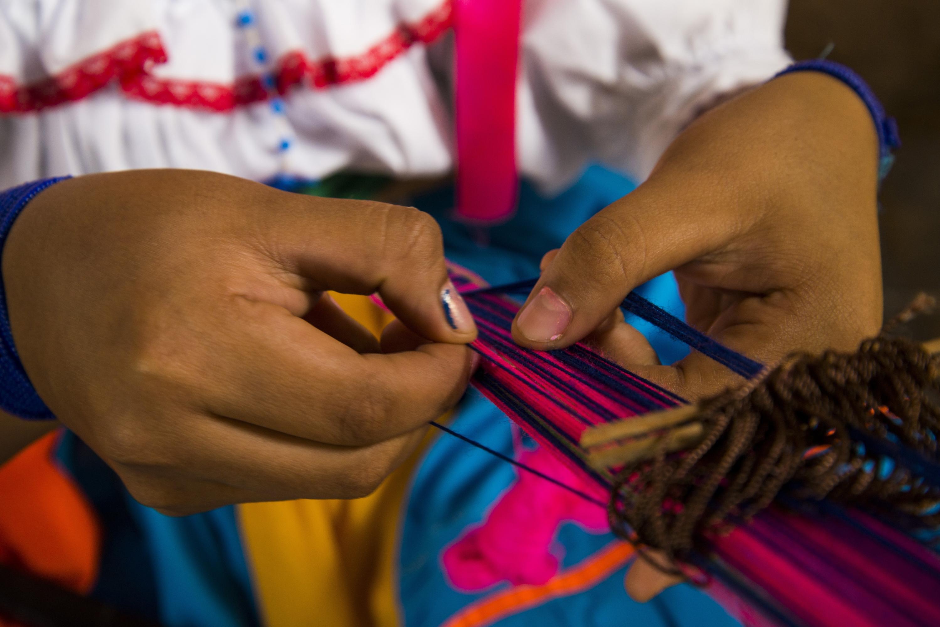 Las artesanas son hábiles con los telares y realizan maravillosos tejidos. (Foto: PromPerú)