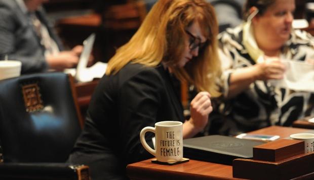 Una taza de café con el letrero
