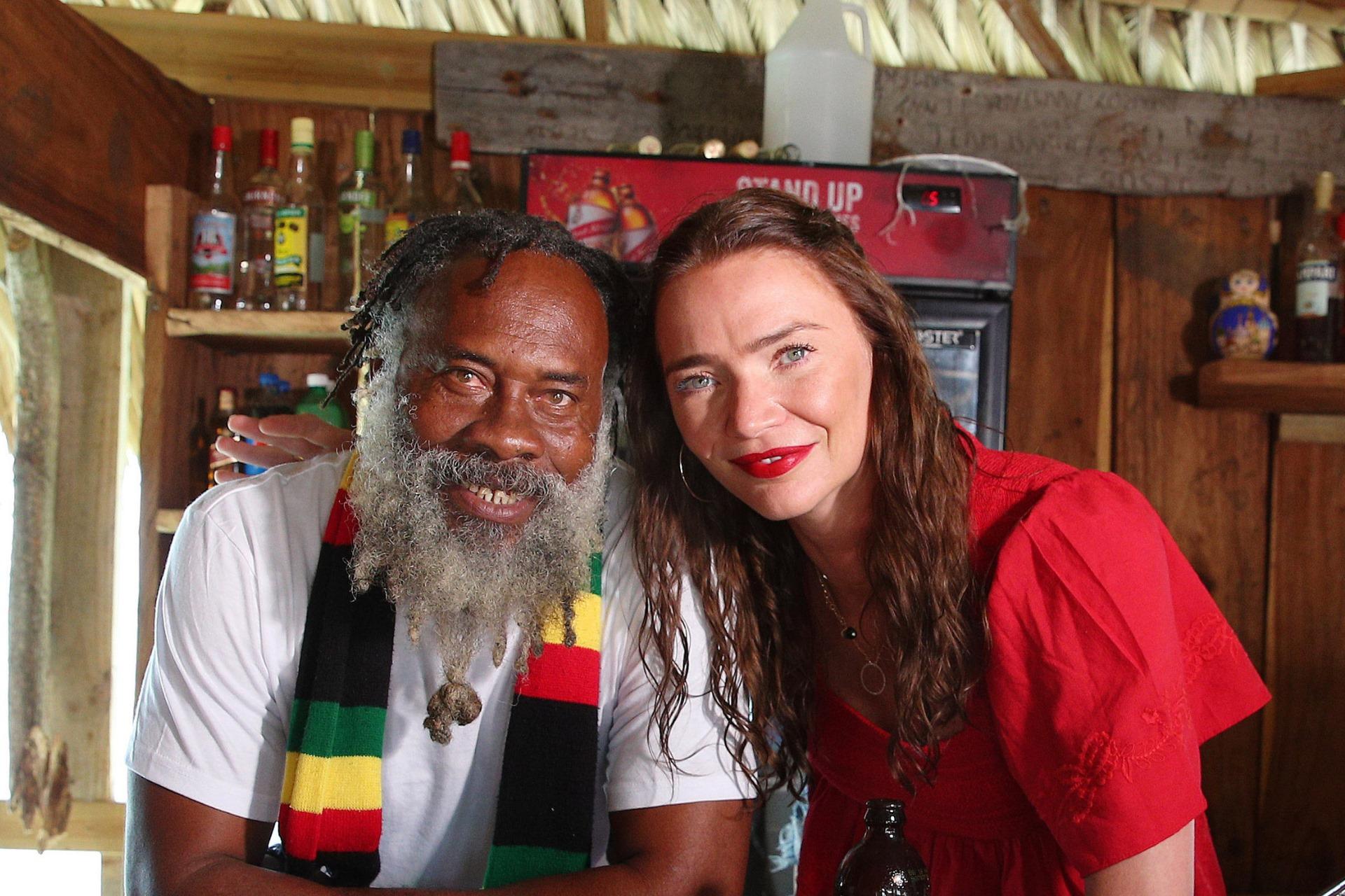 Tras 18 años detrás de la barra del Floyd's Pelican Bar en Jamaica, su propietario, Floyd Forbes, ha decidido tomarse un descanso. (Facebook)