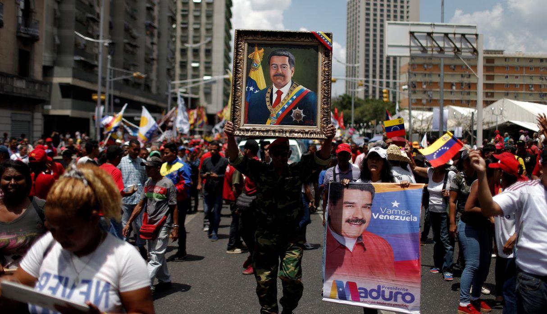 Cientos respaldaron este lunes a Maduro tras un año de su cuestionada reelección. (Foto: Reuters)