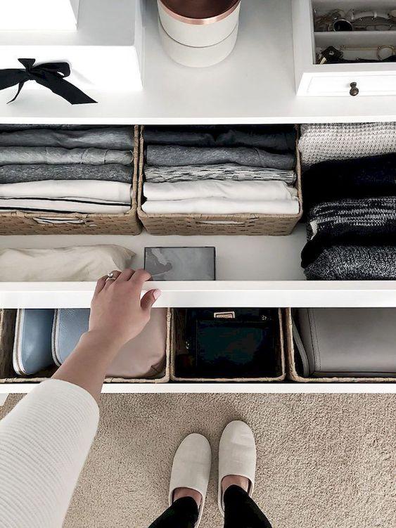 Abrir los cajones y el armario cada cierto tiempo para que el circule el aire. (Foto: Pinterest Paint Edd Kjffurniture)