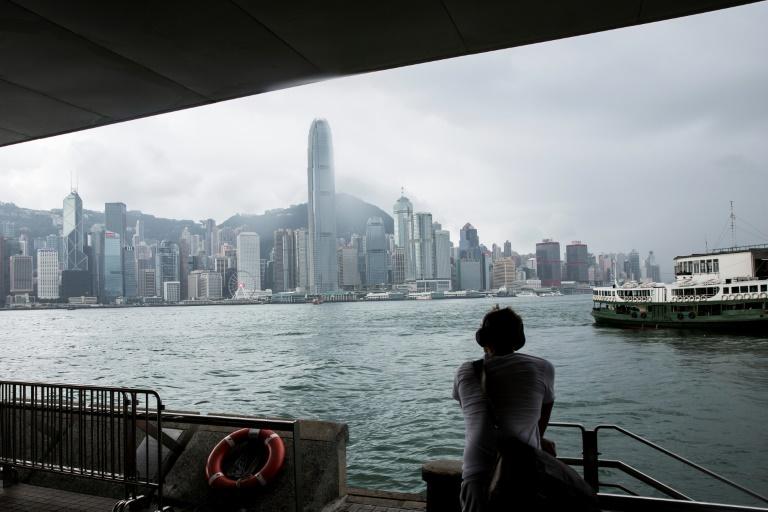 Un próspero negocio de sombríos intermediarios es anunciar abiertamente sus servicios de contrabando de sangre a China desde Hong Kong. (Foto: AFP)