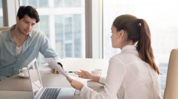 Uno de los mayores temores que enfrentamos al buscar empleo es responder preguntas extrañas en las entrevistas de trabajo. (Foto: Freepik)