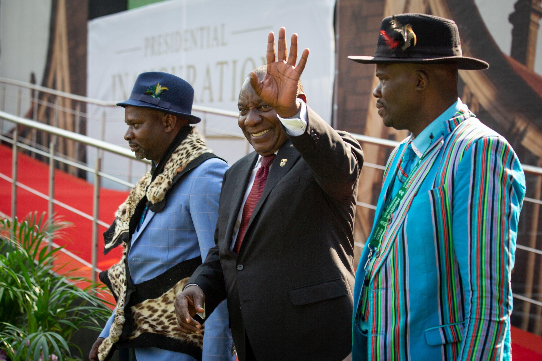 Cyril Ramaphosa jura como presidente y promete hacer prosperar Sudáfrica. (Foto: AFP)