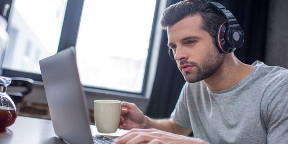 Escuchar música antes de dormir también es bueno, sobre todo si quieres que el día siguiente esté lleno de éxitos. (Foto: Shutterstock)