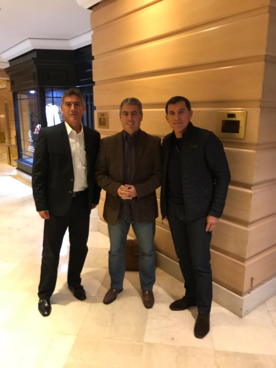 Pablo Bengoechea, junto a Gustavo Zevallos y Renzo Ratto.
