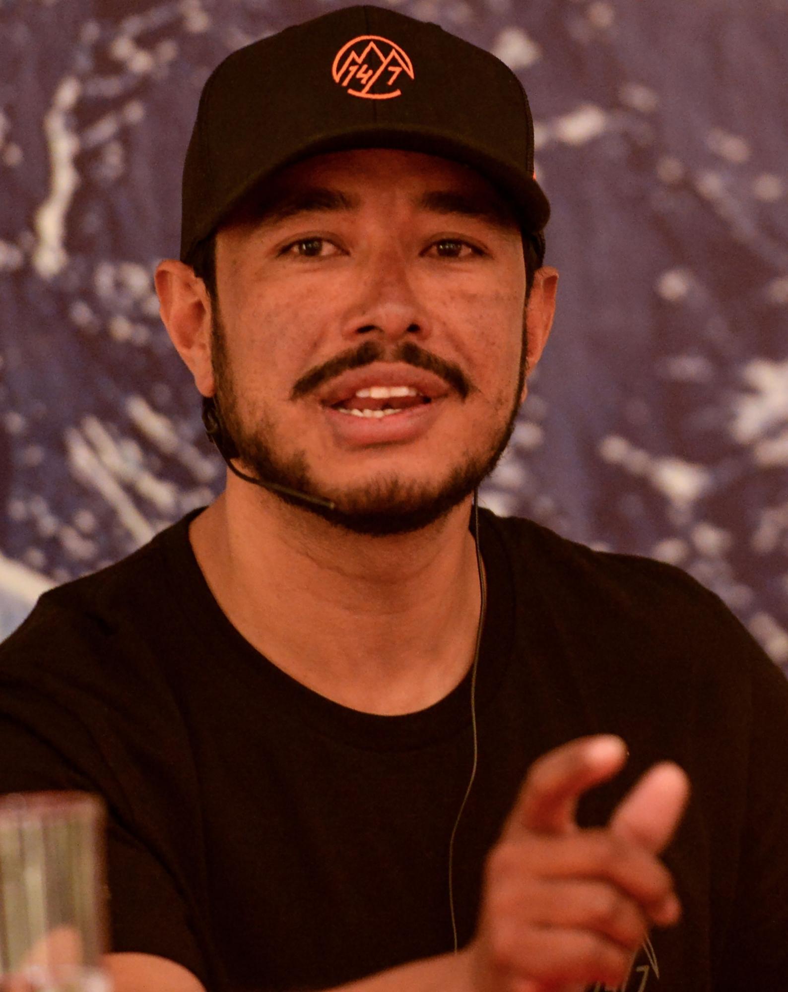 El montañero Nirmal Purja habla durante una conferencia de prensa en Katmandú el 28 de mayo de 2019. (Foto: AFP)