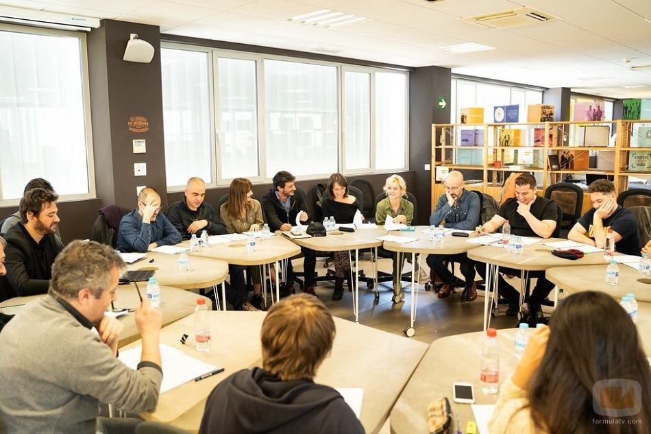 El equipo de Malaka reunido durante el rodaje (Foto: TVE)