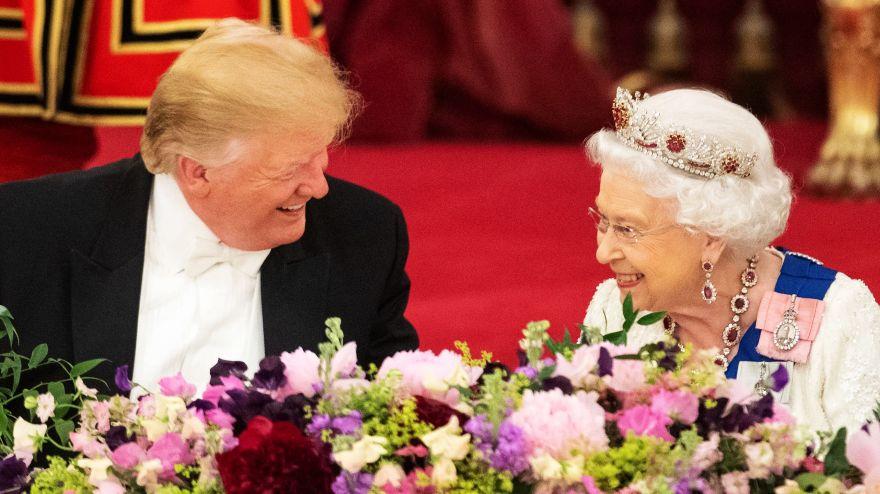 La Reina Isabel II le regaló a Donald Trump un libro de Winston Churchill sobre la Segunda Guerra Mundial. (Foto: AFP)