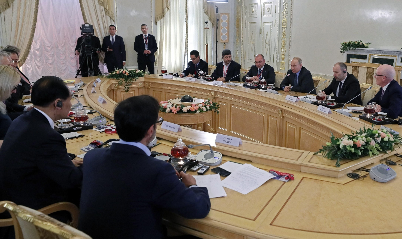 El presidente ruso, Vladímir Putin, se reúne este jueves con los máximos responsables de las principales agencias de noticias del mundo. (Foto: EFE)