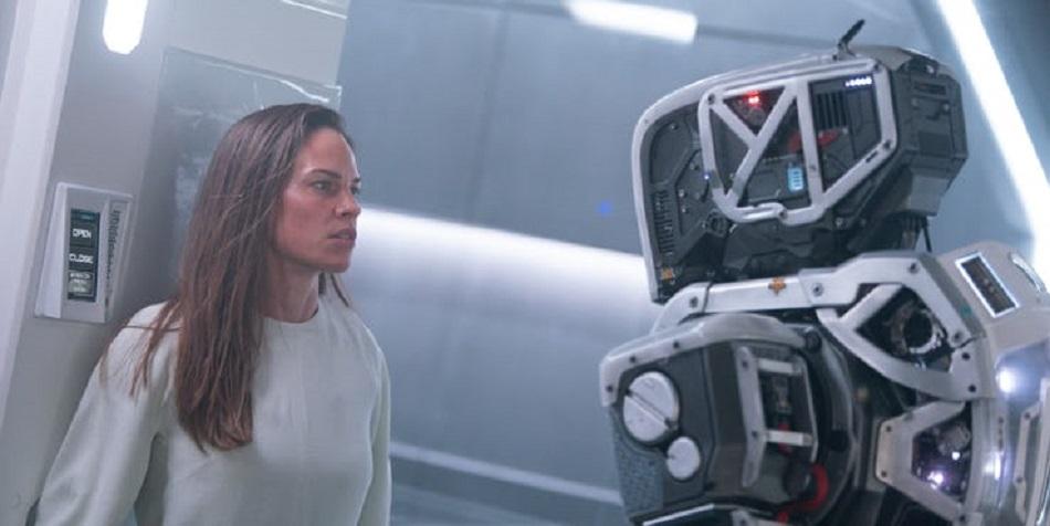 Hilary Swank interpreta a la mujer que hizo que Hija se cuestionara todo lo aprendido (Foto: Netflix)