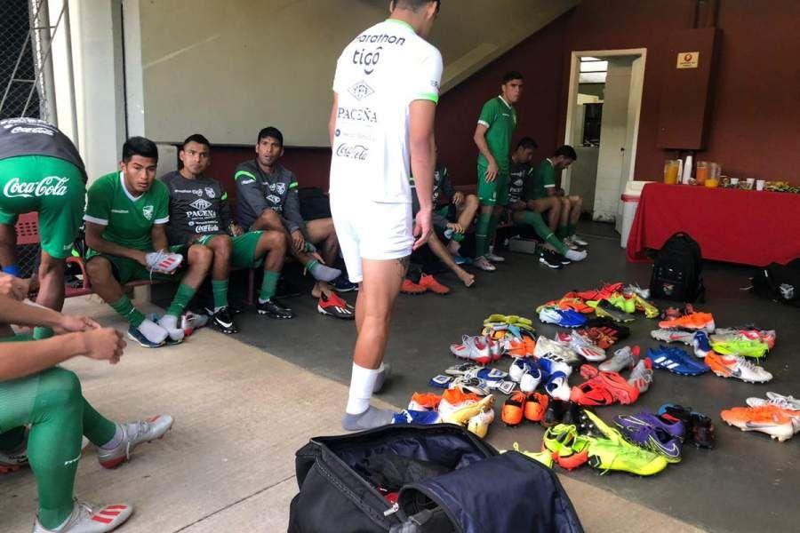 Los jugadores de Bolivia tuvieron que cambiarse debajo de las gradas del complejo de sao Paulo. (Foto: Federación Boliviana de Fútbol)
