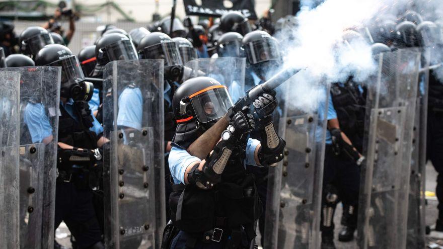 Cientos de miles de manifestantes en la ex colonia británica continuaron este miércoles sus protestas callejeras contra una enmienda de la legislación que permitiría la extradición a China (AFP)