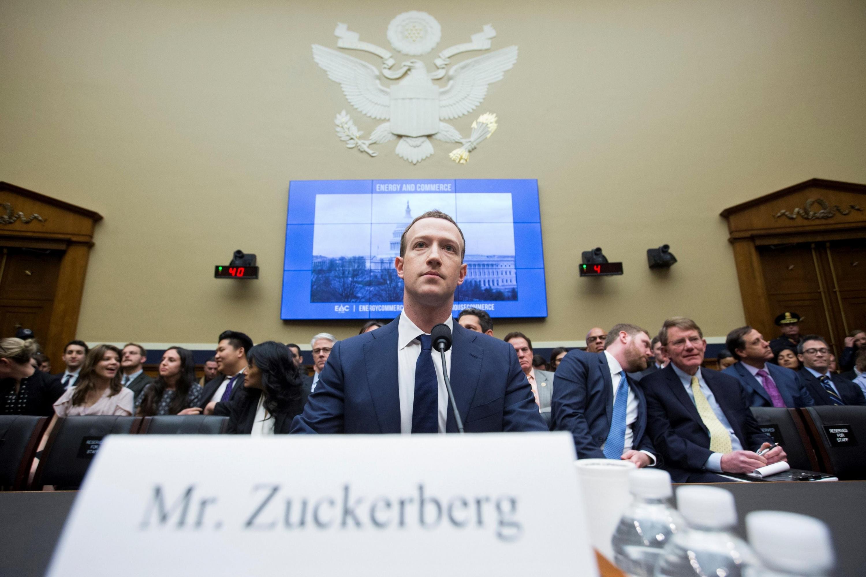 El escándalo de Cambridge Analytica, forzó el año pasado a Mark Zuckerberg a comparecer ante el Congreso de Estados Unidos y la Eurocámara. (EFE)