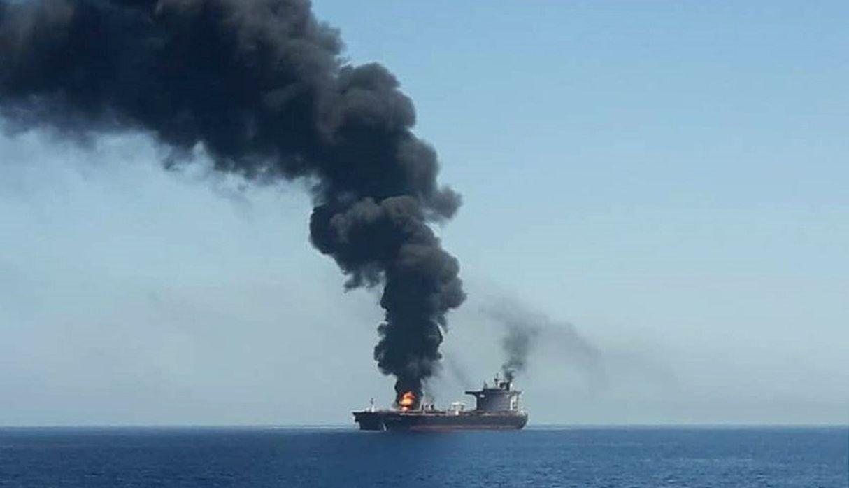 Dos petroleros quedaron el jueves a la deriva y en llamas tras ataque en el Golfo de Omán. (Foto: EFE)