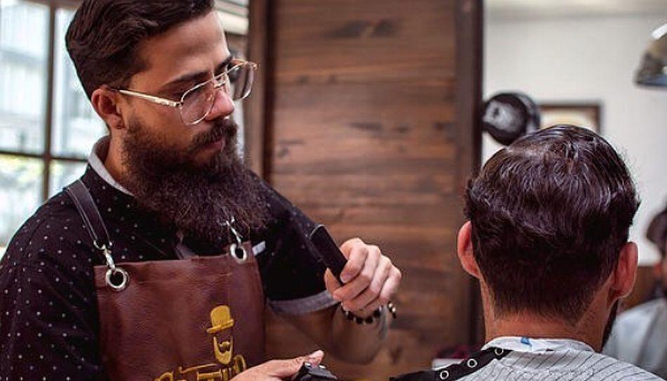 Espumas, cremas y gel son algunos de los aliados de los hombres a la hora de cuidar su aspecto personal. (Foto: Instagram El Turco)