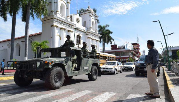 Operativos conjuntos de militares, marinos y Policía Federal patrullaron este viernes la ciudad de Tapachula (México), fronteriza con Guatemala. (Foto: EFE)