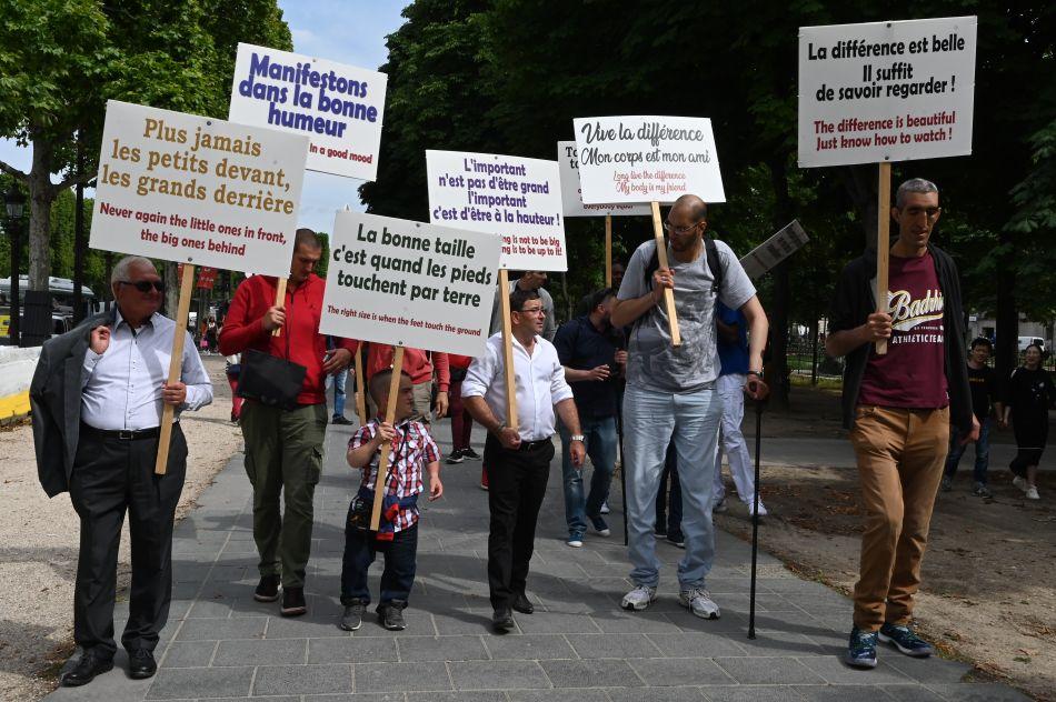Brahim Takioullah busca dar un mensaje de tolerancia para que todos acepten a las personas de gran tamaño. (Foto: AFP)