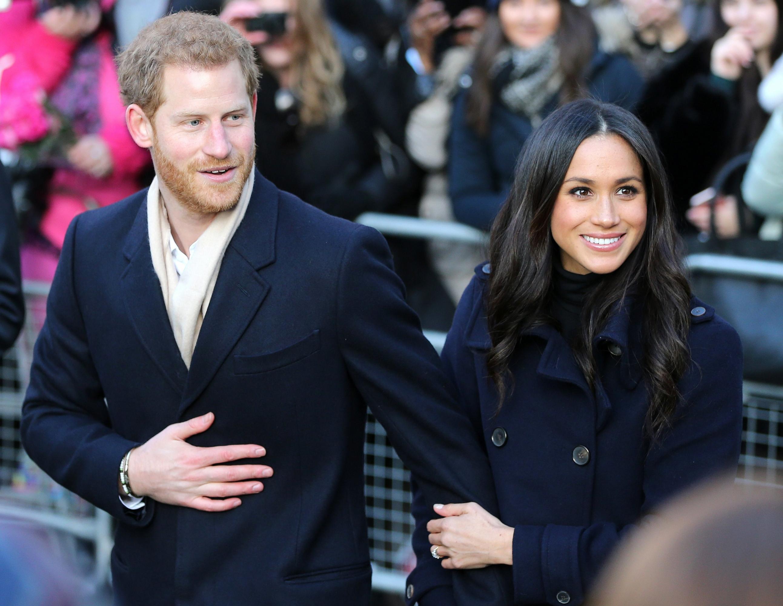 En la imagen, el príncipe Harry y Meghan Markle. Ambos realizarán una ceremonia privada este sábado. (Foto: EFE)