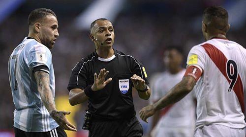 Wilton Sampaio dirigió el Argentina-Perú en las Eliminatorias. (Foto: AFP)