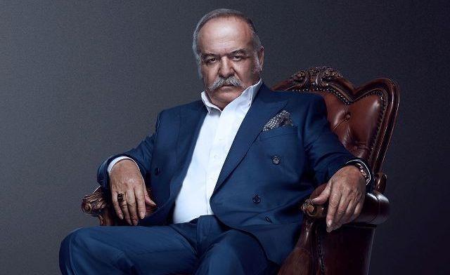 Çetin Tekindo como Celal Karabaş