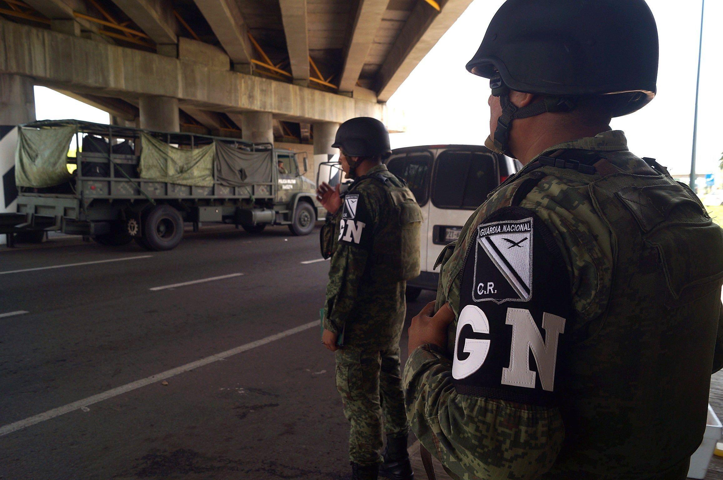 Elementos de la Guardia Nacional mexicana realizan controles en la ciudad de Tapachula en el estado de Chiapas. (EFE)