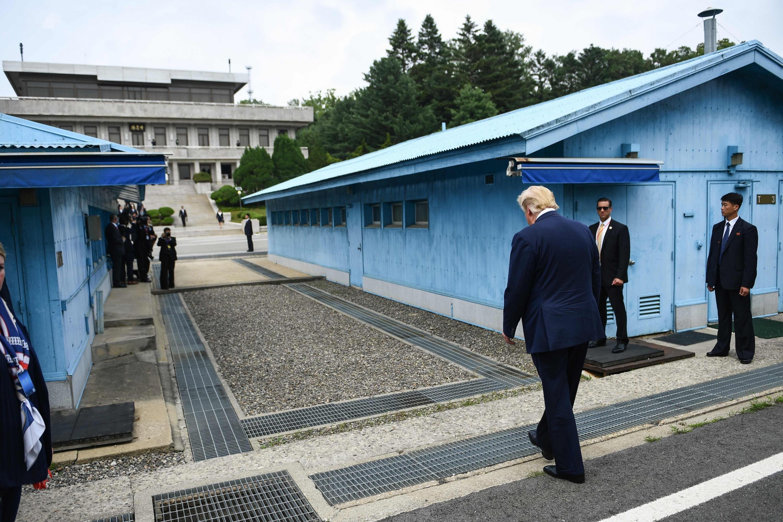El presidente de Estados Unidos, Donald Trump, cruzó la frontera desmilitarizada. (AFP)