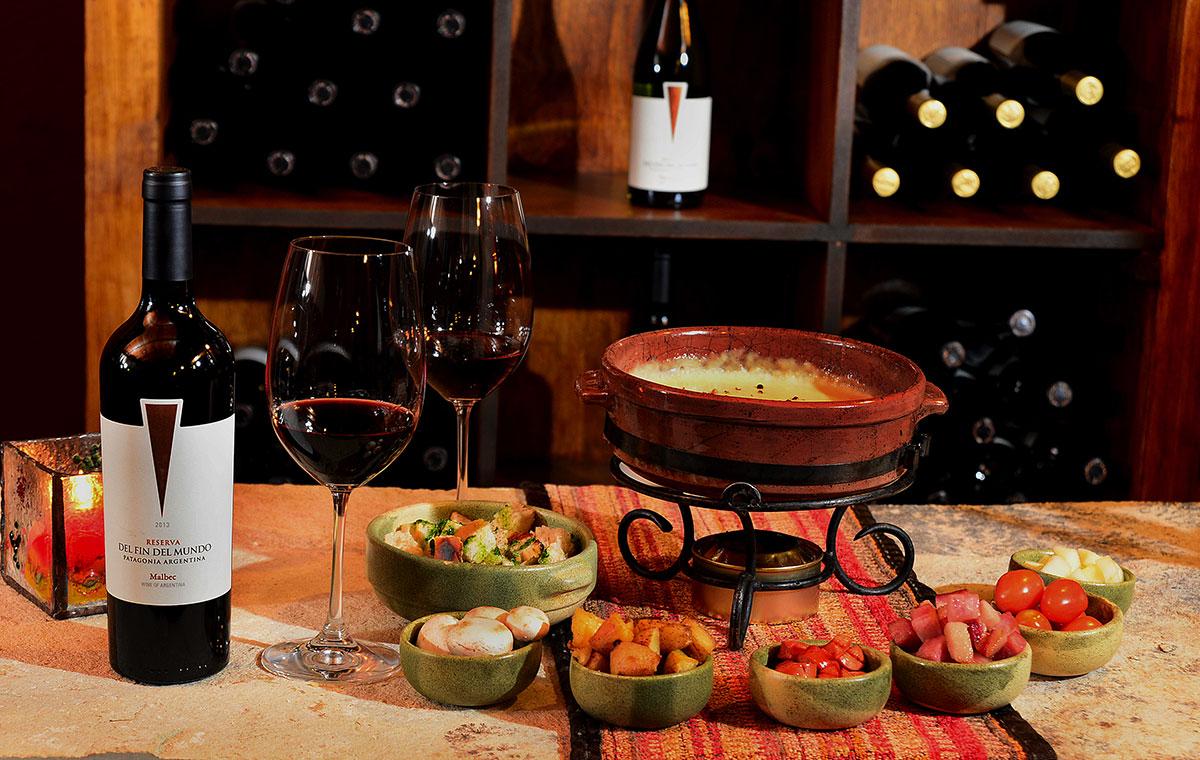 El vino, frutos secos y vegetales son los componentes de la cena mediterránea donde no puede faltar una reponedora sopa caliente. (Foto: Municipalidad distrital de Bariloche)
