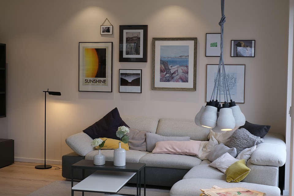 Las luces direccionales alumbrarán de una manera distinta tu estancia. (Foto: Pixabay)