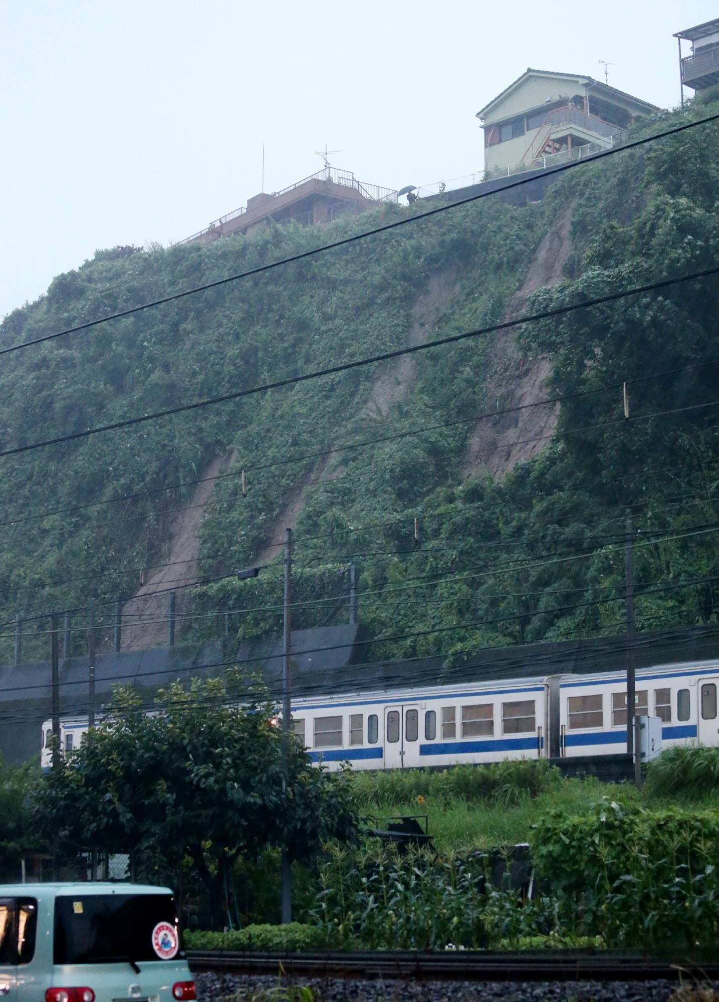 Algunas rutas del tren bala Shinkansen en la isla sur de Kyushu se vieron interrumpidas por las fuertes precipitaciones. (AFP)