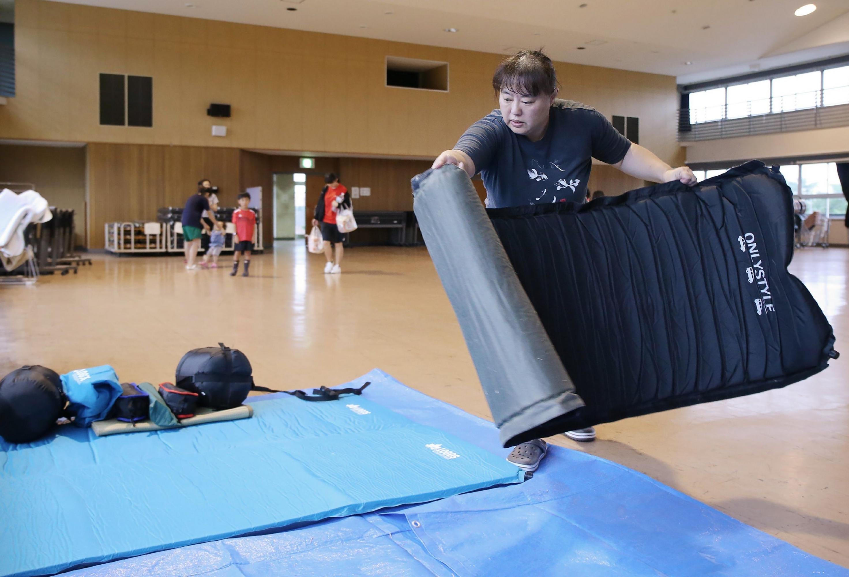 Un total de 1,12 millones de personas, en las prefecturas de Kagoshima y Miyazaki, recibieron la orden de trasladarse a refugios. (AFP)