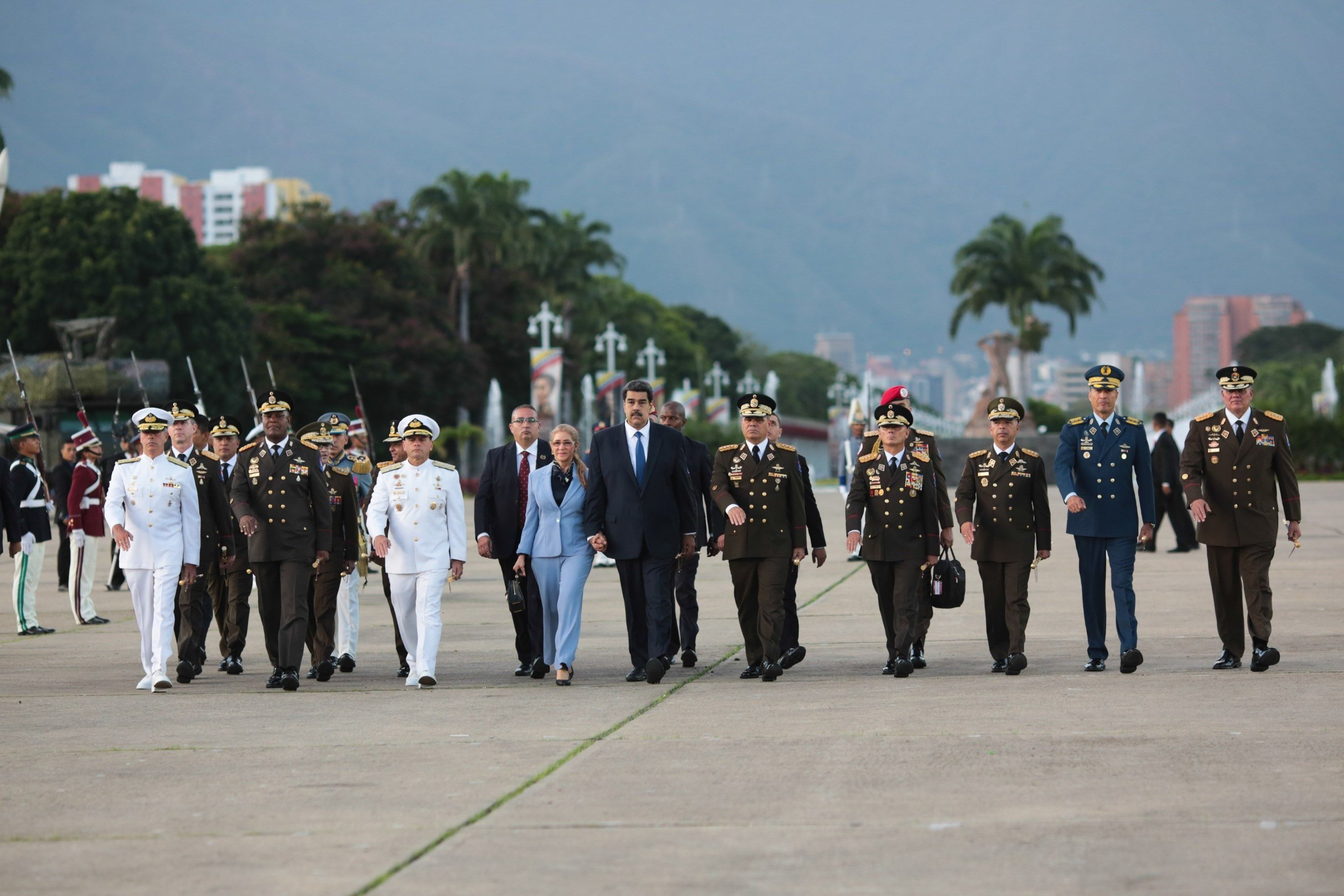 Nicolás Maduro encabeza acto de graduación conjunta de oficiales de comando y técnicos de la Fuerzas Armada Nacional Bolivariana (FANB). (EFE)