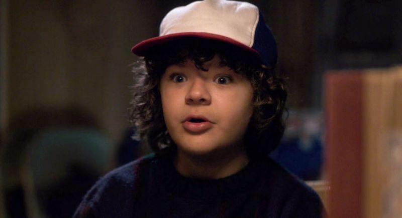 Dustin y su mítica gorra de colores azul, blanco y rojo (Foto: Netflix)