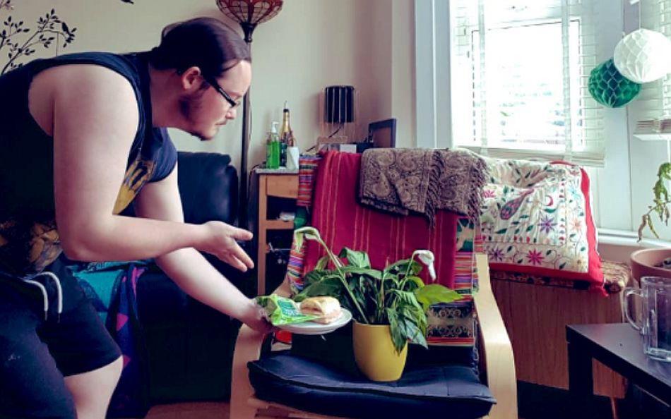 Lauren French vive hace unos meses con Jack, aunque lo conoce hace años. En mejores manos no pudieron quedar sus plantas. (Foto: Twitter @laurenfrench)