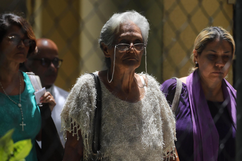 Autoridades entregaron el cuerpo de Acosta Arévalo después de 12 días. En la imagen, la madre del militar fallecido. (Foto: EFE)