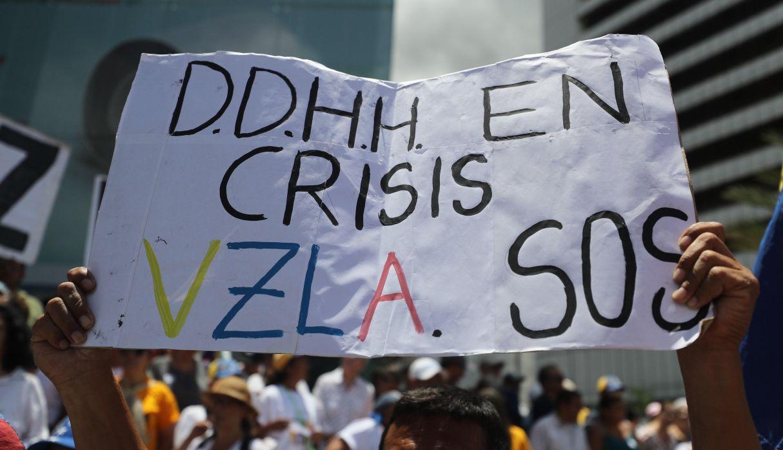 Vista de una pancarta durante una protesta convocada por el presidente de la Asamblea Nacional de Venezuela, Juan Guaidó, en Caracas (Venezuela).  (Foto: EFE)